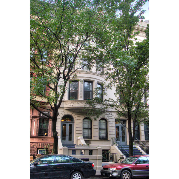 130 West 80th Street: Façade