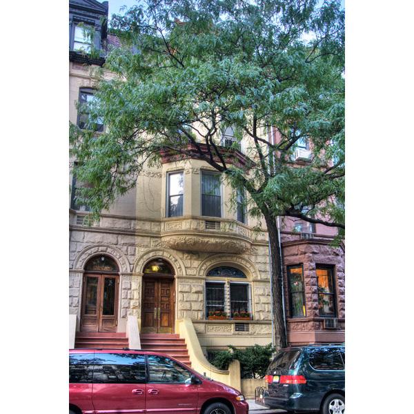 145 West 80th Street: Façade