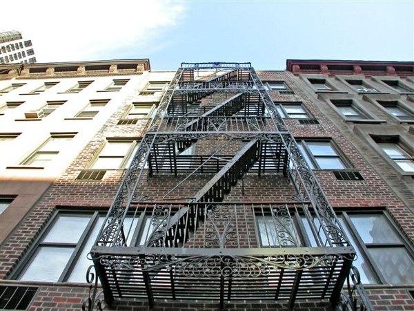 1582 First Avenue: Exterior close-up