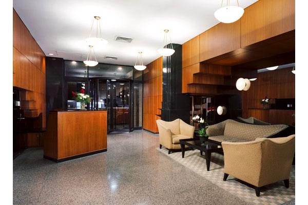 200 East 87th: Lobby