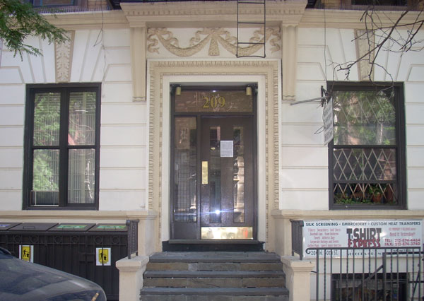 207 West 80th: Entrance