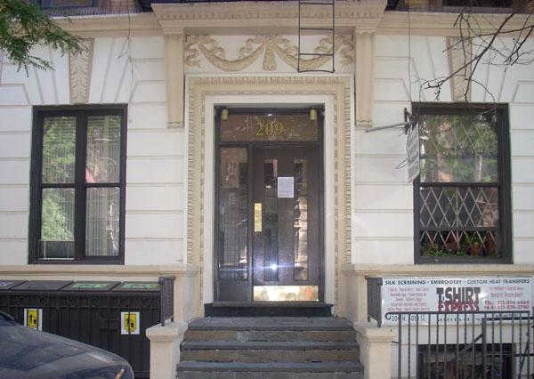 207 west 80th entrance nybits. Black Bedroom Furniture Sets. Home Design Ideas