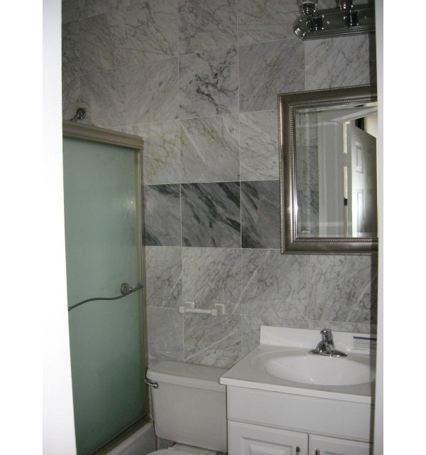 26 Grand street: Bathroom