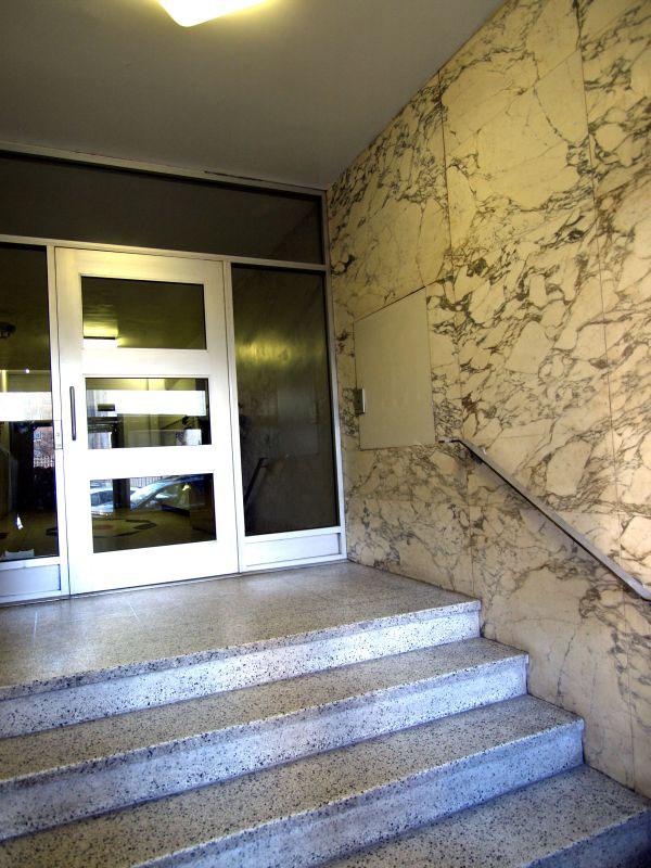 534 East 88th street: Entrance
