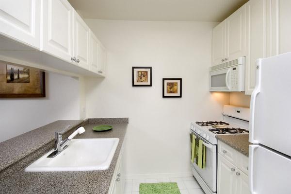 Archstone Midtown West: Kitchen