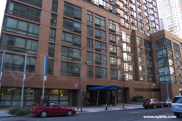 300 East 39th: Entrance