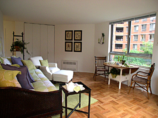 Kips Bay Court: Living Room 1